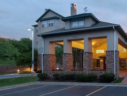 Overland Park hotels with restaurants