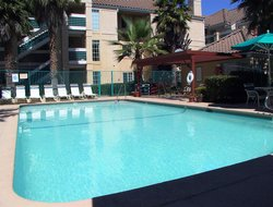 San Bruno hotels with swimming pool