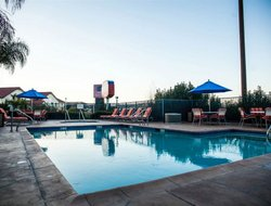 Pets-friendly hotels in Santa Clarita