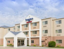 Grand Forks hotels with swimming pool