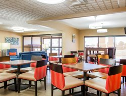 Huber Heights hotels with restaurants