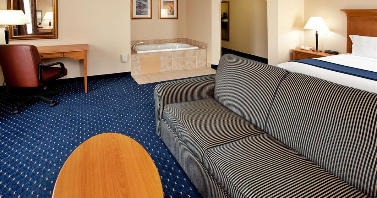 Holiday Inn Express Hotel & Suites Waynesboro-Route 340