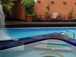 Caracas hotels with swimming pool