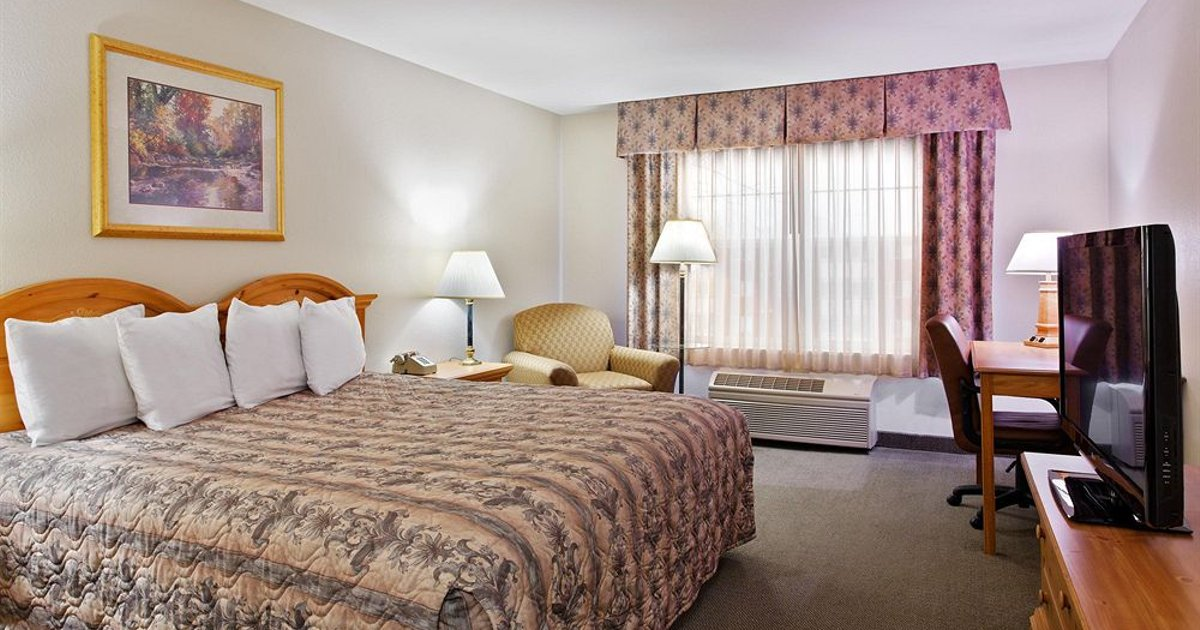 Country Inn & Suites by Radisson, Dubuque, IA