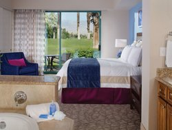Palm Desert hotels with swimming pool