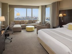 Jersey City hotels with restaurants