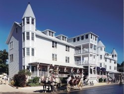 MacKinac Island hotels with lake view