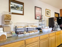 Custer hotels with restaurants