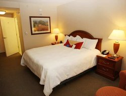 Urbandale hotels with restaurants