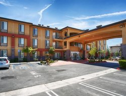 Tehachapi hotels with swimming pool