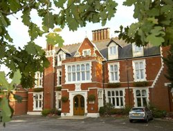 Wokingham hotels with swimming pool