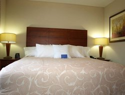 Maryland Heights hotels with restaurants