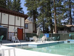 Big Bear Lake hotels with swimming pool
