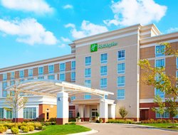 Battle Creek hotels with swimming pool