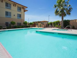Turlock hotels with swimming pool