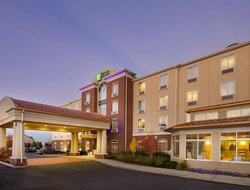 Schererville hotels with restaurants