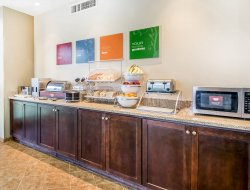 Dothan hotels with restaurants