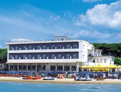 Follonica hotels with sea view