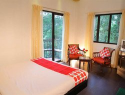 Munnar hotels with swimming pool