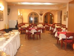 Okrug Donji hotels with restaurants