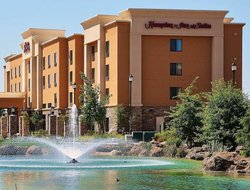 Manteca hotels with restaurants