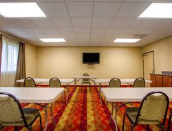 Cedar Falls hotels with restaurants
