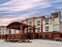 Top-3 hotels in the center of Giddings