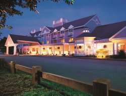 Mashantucket hotels with restaurants