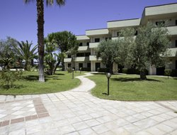 Marina di Mandatoriccio hotels with swimming pool