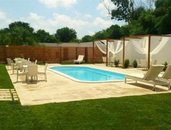Cabras hotels with swimming pool