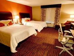 Rapid City hotels with restaurants