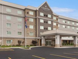 Top-3 hotels in the center of West Seneca