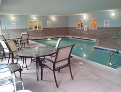 Albert Lea hotels with swimming pool