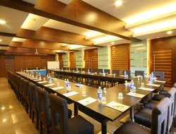 Panchagani hotels with restaurants