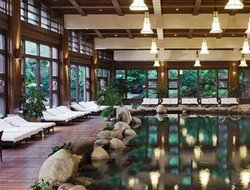 Dujiangyan hotels with swimming pool