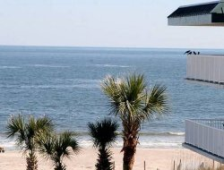 Tybee Island hotels with swimming pool