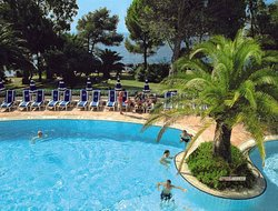 St. Raphael hotels with swimming pool