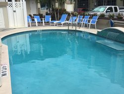 Hollywood hotels with swimming pool