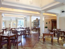 Newport Pagnell hotels with restaurants