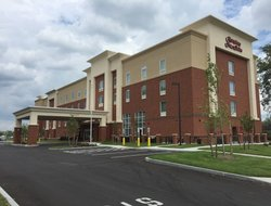 East Syracuse hotels with restaurants