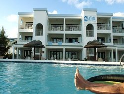 Simpson Bay hotels with swimming pool
