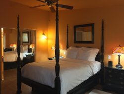Top-4 romantic Avila Beach hotels