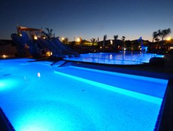 Miami Platja hotels with restaurants