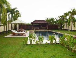 Mataram hotels with swimming pool