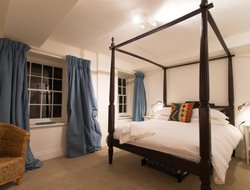 Tetbury hotels with restaurants