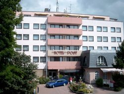 Kelsterbach hotels with swimming pool