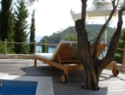 Alonnisos town hotels with restaurants