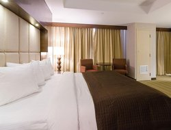 Moncton hotels with restaurants