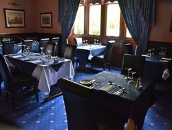 Forres hotels with restaurants