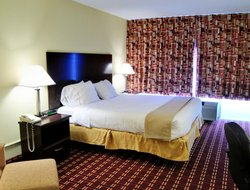 Triadelphia hotels with restaurants